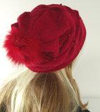 Damesmuts oversized in rood met parels en pompon_