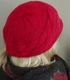 Lekker warm gevoerd winterbaretje met kort klepje kleur rood_