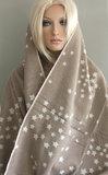 Heerlijk warme wintersjaal met sterren kleur beige_